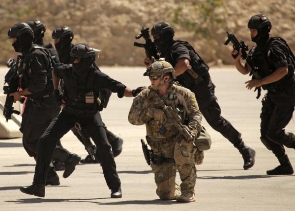 美國特種部隊今搭程直升機飛往敘利亞東部,執行攻擊IS任務,在交火行動中,擊斃IS高層阿布沙耶夫。(資料照,法新社)