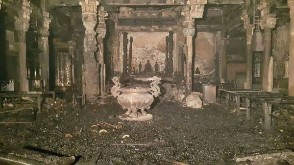 彰化縣伸港福安宮火災後大殿面貌,仍可看到鎮殿媽祖身影。(圖由縣議員賴清美提供)