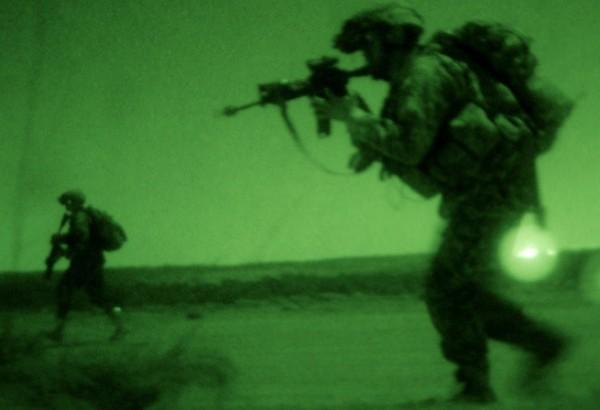 美國陸軍三角洲部隊15日深夜成功擊斃伊拉克極端組織「伊斯蘭國」(IS)資深領袖阿布沙耶夫,並生擒其妻子。(圖取自horsemoonpost.com)