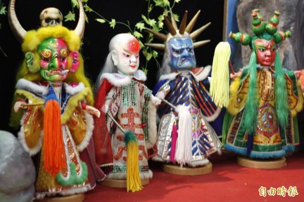 風靡南台灣的「真珠聖俠傳」布袋戲偶。(記者邱芷柔攝)