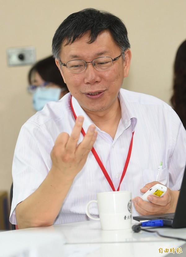 台北市長柯文哲(左)今日赴市議會民進黨團就五大案與世大運等議題進行專案報告。(記者張嘉明攝)