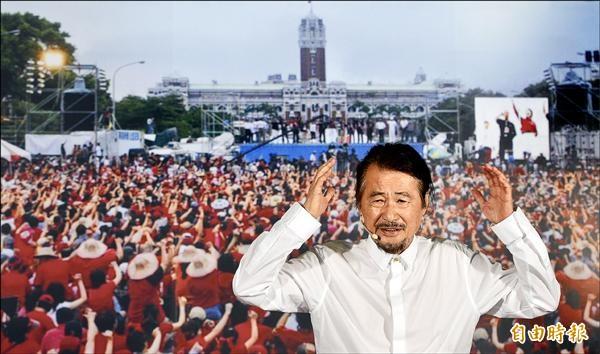 施明德昨在市長官邸藝文沙龍召開記者會,他站在當年倒扁紅衫軍集會的大照片前宣布參選明年總統,並承諾當選將組成大聯合政府。(記者王敏為攝)
