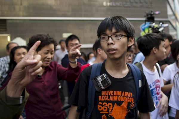 香港學運領袖黃之鋒遭馬來西亞拒絕入境,將立即被原機遣返。(路透)