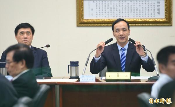 國民黨主席朱立倫(右)27日主持中常會,聽取科技部長徐爵民專題報告。(記者張嘉明攝)