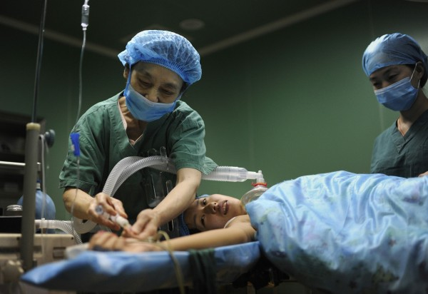 為防止外國人被收取過高手術費等情事再發生,南韓保健福祉部表示將針對外國人的整容手術,公開相關診療費用。圖非本新聞圖片。(路透)