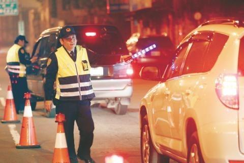 身為人民保姆的警察有維護及監督交通安全的義務,但日前銓敘部報告中,全國公務人員酒駕違規數,警察竟然排第一。(資料照,記者吳仁捷翻攝)