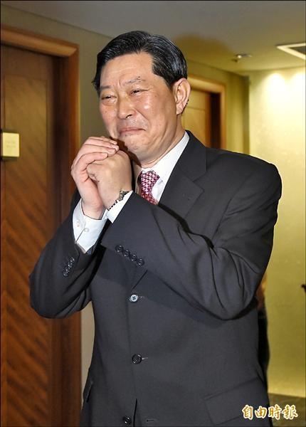 王燕軍昨晚陪同前總統李登輝出席台灣團結聯盟募款餐會,這也是他在遇襲後首度公開露面。(記者劉信德攝)