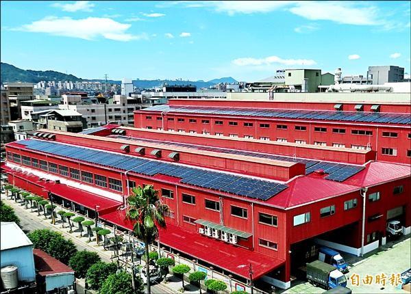 土城區的廷順企業股份有限公司建置249.6瓩的太陽光電系統,為大台北地區太陽光電系統設置容量最大的綠能廠辦。(記者陳韋宗攝)