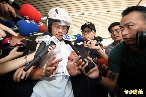 國民黨立委蔡正元痛批台北市女童割喉案兇嫌(圖中)是惡魔,應該判處死刑。他也提到民進黨主席蔡英文曾提廢死是普世價值,大罵「去她的普世價值!」(記者羅沛德攝)