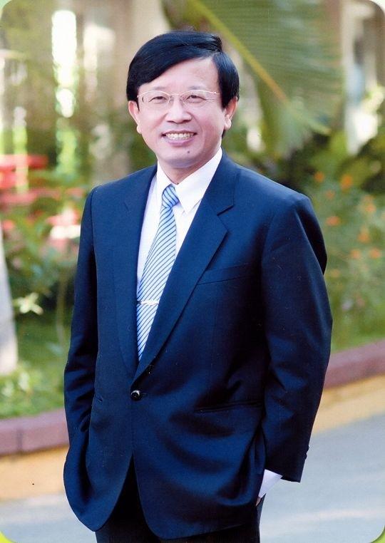 南郭國小校長陳建東。(照片翻攝自網路)