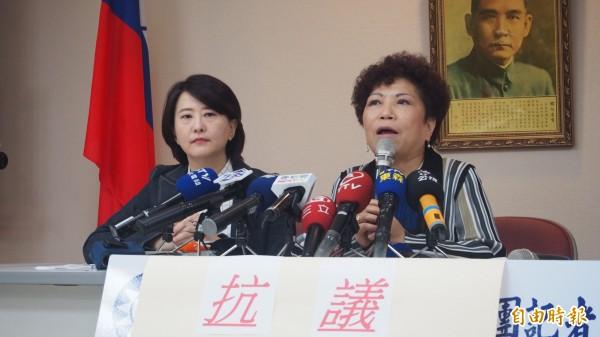 葉毓蘭(右)爆料秦慧珠20年前就曾飆罵過官員。(資料照,記者蔡亞樺攝)