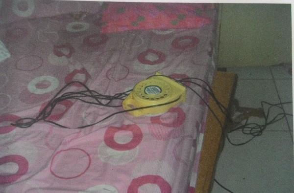 許男在自家房內,以電線自縊身亡。(記者林良昇翻攝)