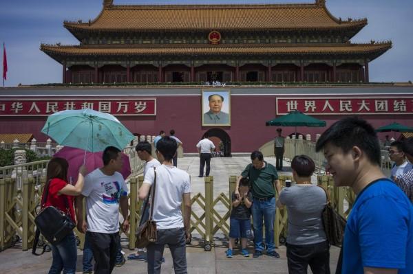 中國當局在六四週年前夕,將六四的受難者家屬和維權人士監控,部分人士更被要求離開北京,以防抗議行為出現。圖為天安門廣場。(法新社)