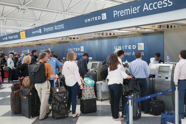 美國航空2日有5架班機接獲「詐彈」恐嚇,幸好都是虛驚一場。(法新社)