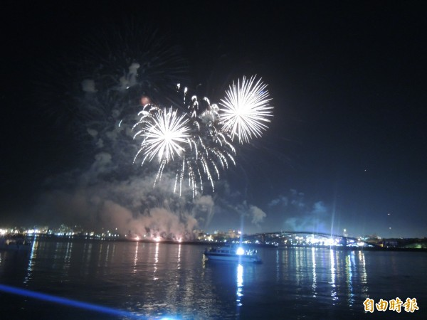 頂級遊艇海上看花火將成為未來旅遊市場新寵兒。(記者劉禹慶攝)