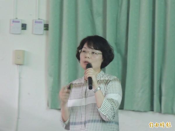 新竹高中反黑箱課綱小組邀請台大歷史教授陳翠蓮演講。(記者洪美秀攝)