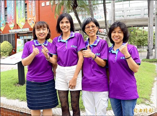 7年來,歸仁國小已有楊智惠(左起)、楊菁菁、吳佩娟與張淑娟等4人陸續獲得全市師鐸獎。(記者吳俊鋒攝)