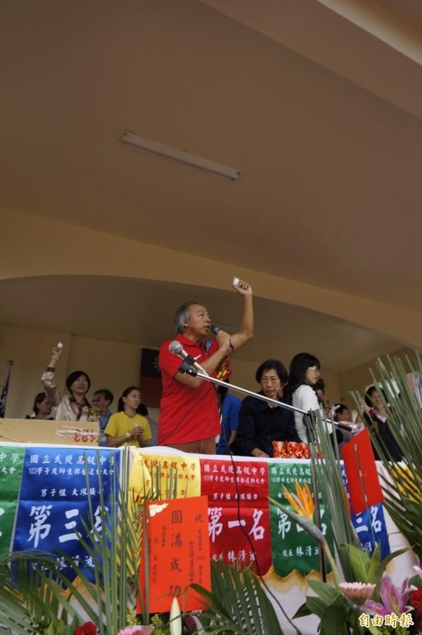 武陵高中校長林清波在升旗時說,「若參加社會運動,那國中時就不需要這麼努力!」引發黃國昌、陳為廷等人不滿。(資料照,記者林近攝)