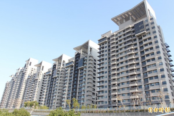 美河市管委會發表聲明,不滿北市對社宅政策未與住戶充份溝通。(記者翁聿煌攝)