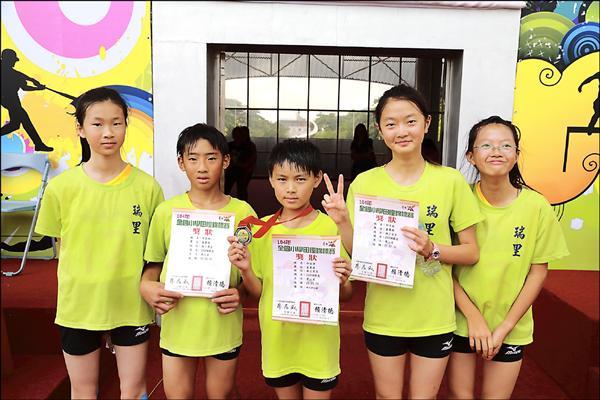 山區迷你學校瑞里國小參加全國中小學田徑賽,小選手在二○○○公尺競走項目表現亮眼。(瑞里國小提供)