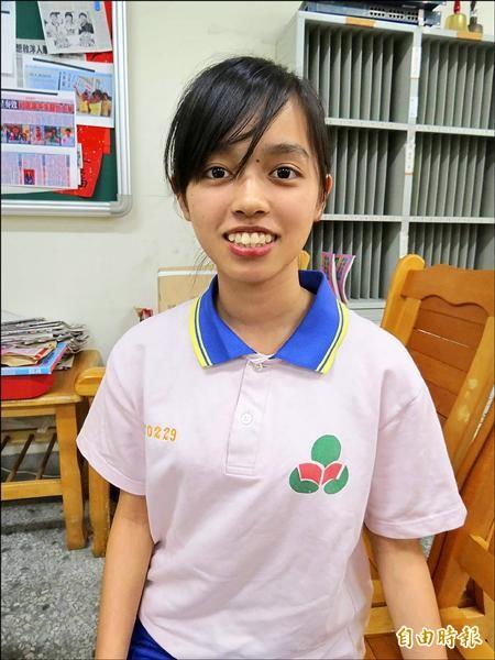 范志玲是單親新移民之子,媽媽在外地工作,但她自立自強,會考考出好成績。(記者蘇孟娟攝)