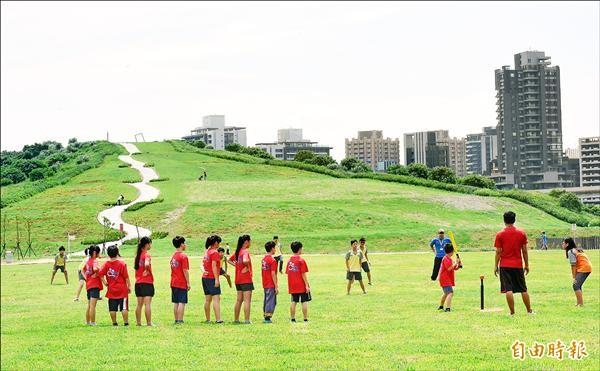 台北市內湖垃圾山清運後轉變為「內湖復育園區」。(記者劉信德攝)