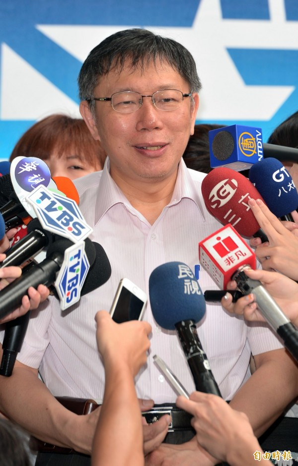 柯文哲指出,雙方都希望盡速復工,雖昨台中市長林佳龍有傳簡訊給他,但他還沒時間回覆。(記者王敏為攝)