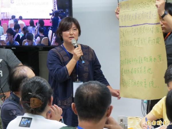 公民代表發表意見,率直表達她對賴清德日前的說法,感到「憤怒」。(記者蔡文居攝)