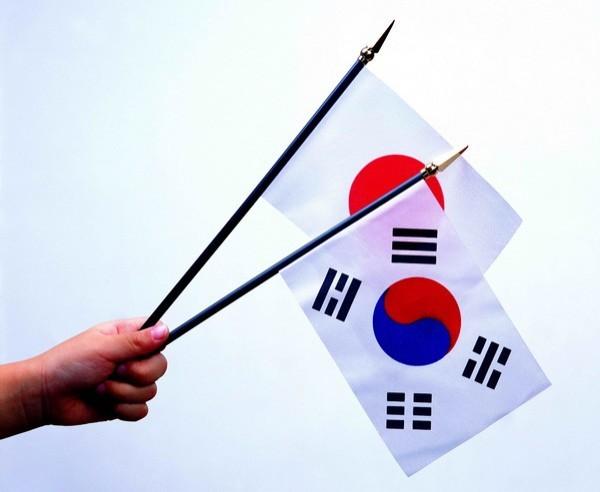 今年為日韓建交50周年,日韓媒體進行了民調,詢問兩國國民對日韓關係的看法,顯示兩國對於對方的不信任度比率,皆相當的高。(圖擷取自網路)