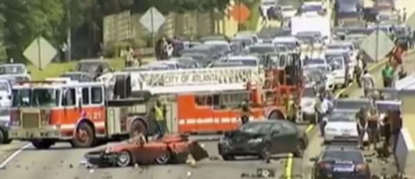 美國1名67歲的婦人為了自殺,7日開著保時捷在亞特蘭大當地一條高速公路上逆向行駛。(圖片擷取自紐約每日新聞)