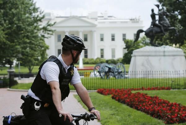 美國聯邦參議院兩棟建築稍早傳出有可疑包裹以及電話威脅,當局立即疏散並調查,也沒有發現可疑物品。(路透)