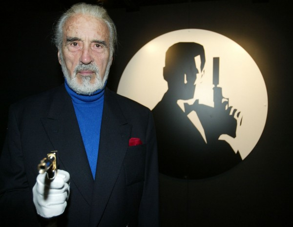 在電影《魔戒》三部曲中飾演「白袍巫師」薩魯曼的英國資深演員克里斯多福李爵士於7日病逝。(路透)