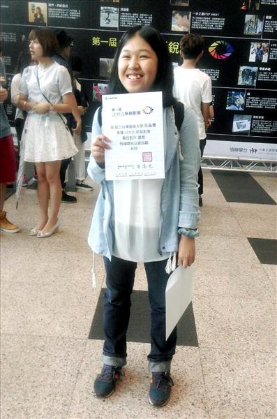 台藝大電影系一年級的埔里姑娘王品喬,參加Lexus新銳影展獲銀牌獎。(記者佟振國翻攝)