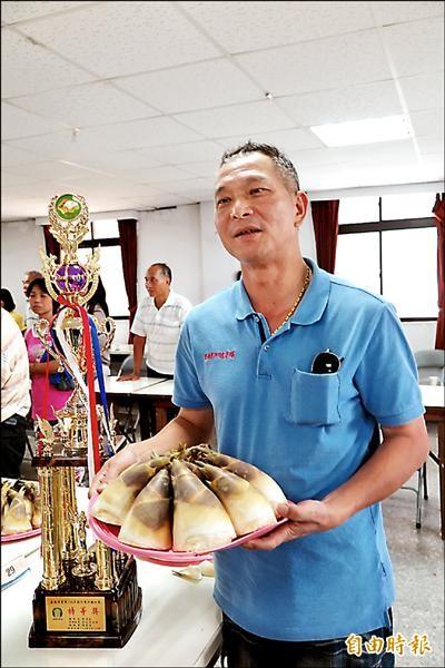 陳兩成夫婦採有機農法栽種綠竹筍,贏得特等獎殊榮。(記者林欣漢攝)