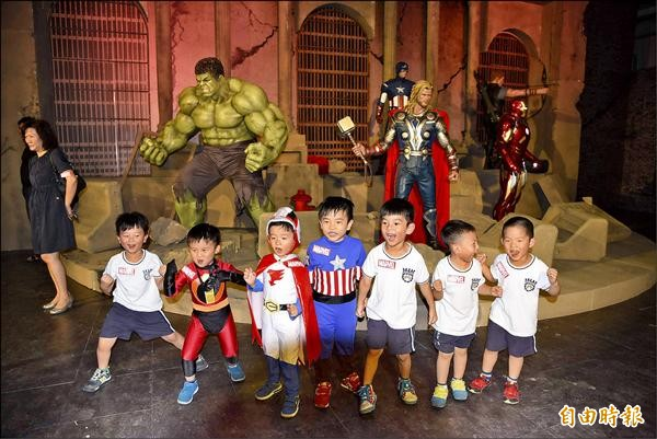 漫威超級英雄特展今天在朝馬展覽館展開,集結了雷神索爾、美國隊長、鋼鐵人等6大經典英雄角色。(記者張菁雅攝)