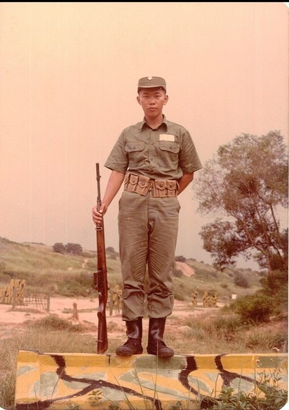 網友起底,柯文哲早在1986年就已經入伍服役。(取自柯文哲臉書)