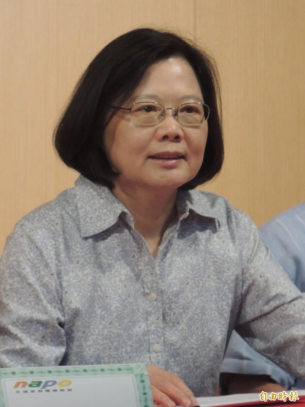 洪秀柱跨越民調門檻,民進黨主席蔡英文說,「祝福她」。(記者江志雄攝)