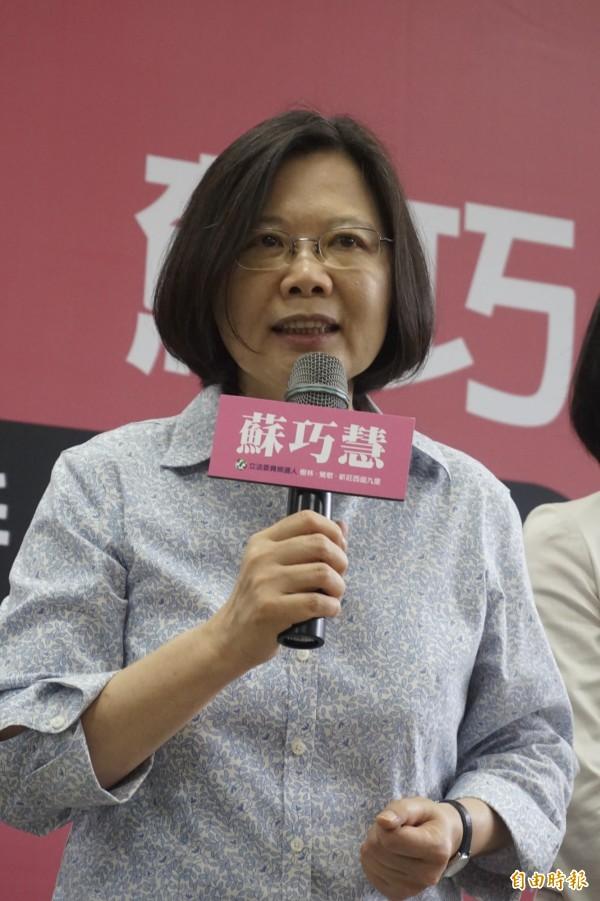 民進黨主席蔡英文今天表示,希望與立法院副院長洪秀柱形塑新的選舉文化。(記者張安蕎攝)
