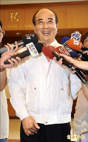 立法院長王金平昨出席無黨團結聯盟黨慶致詞時主動談及教育議題,他表示教育政策若不檢討調整,未來連國中生也要出來了。(記者劉信德攝)