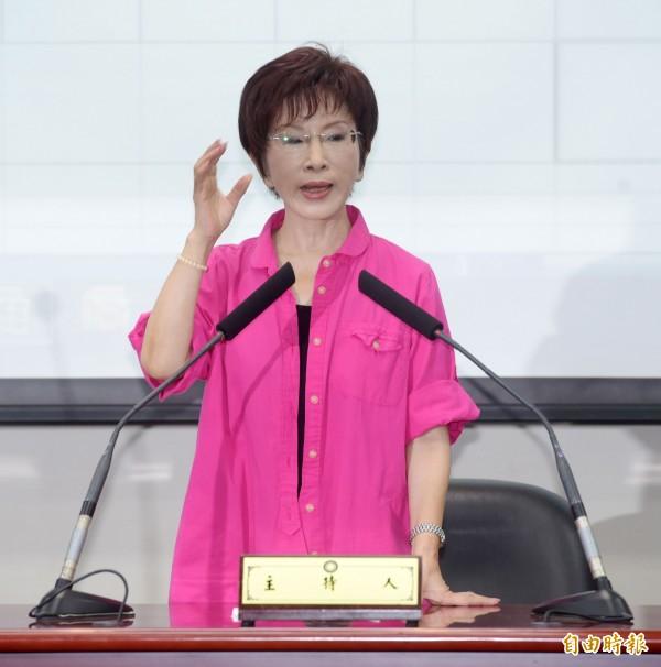 國民黨中央黨部公布洪秀柱民調超過30%防磚條款。(記者王敏為攝)