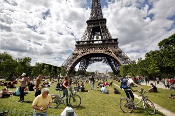 法國政府決心提振觀光產業,將設立旅遊業投資基金,希望能在2020年達成每年1億觀光人次的目標。(路透)