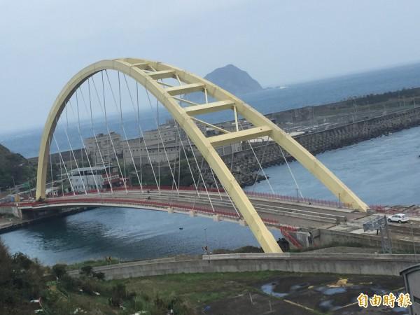 基隆最大的拱橋社寮橋19日晚間將通車。(記者盧賢秀攝)
