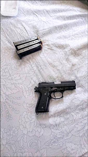警方起出槍彈。(記者張瑞楨翻攝)