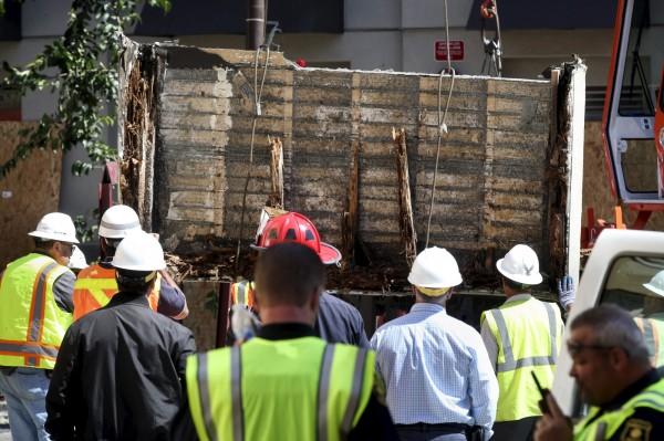 美國加州柏克萊市(Berkeley)16日凌晨發生公寓陽台倒塌事故。(路透)