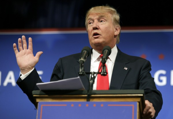 房地產大亨川普宣布參選美國共和黨黨內總統初選,指責中國用商業手段「扼殺美國」。不過中國外交部新聞發言人陸慷表示中美目前是雙贏局面。(美聯社)