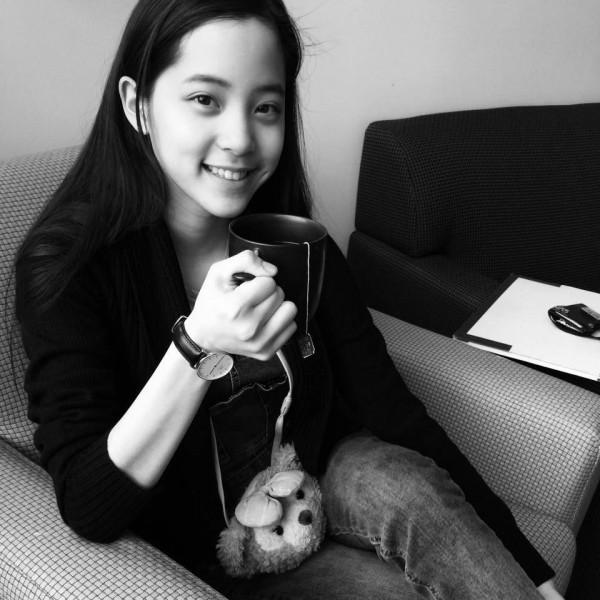 台北市傳出學生資料遭大量盜賣的事件,連市議員歐陽龍的女兒歐陽娜娜也是受害者。(記者金仁晧翻攝臉書)
