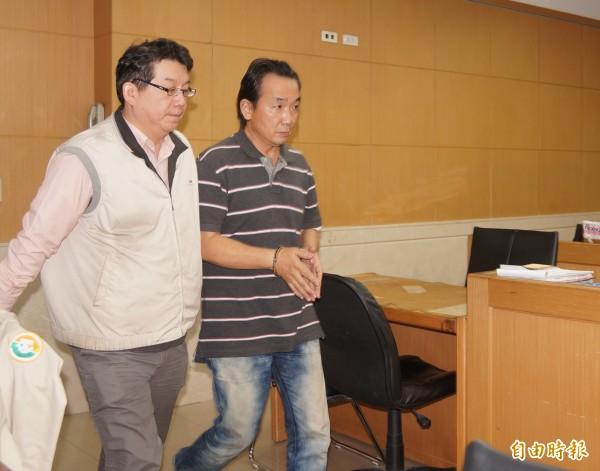 台北監獄前主任管理員周秉榮(右)。(資料照,記者錢利忠攝)