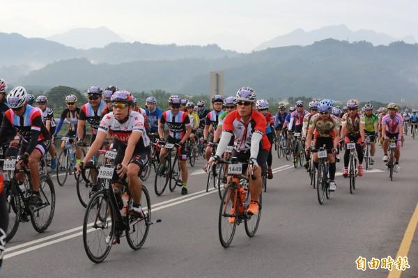 圖為紫南宮環縣自行車挑戰賽。(資料照,記者劉濱銓攝)