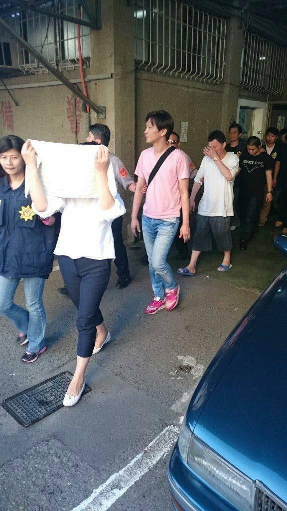 左營警方偵破暴力集團逮捕成員16人。(記者蔡清華翻攝)