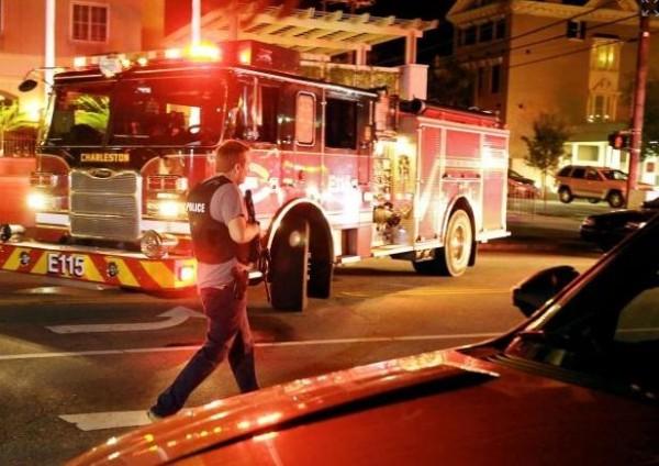 現場一度傳出有炸彈,警方一度疏散附近民眾。(圖擷取自紐約每日郵報)